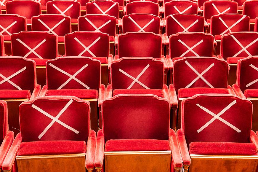Sospesi gli spettacoli teatrali