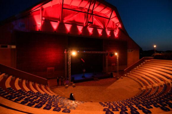 Due vite normali all'Anfiteatro del Teatro Era
